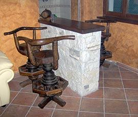 Rivestimento realizzato con pietra bianca di Gavirate, tipo di posa scagliato