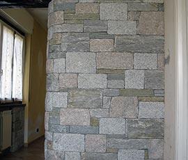 Rivestimento Piemonte, realizzato con 5 diverse pietre del Piemonte, con posa finto secco