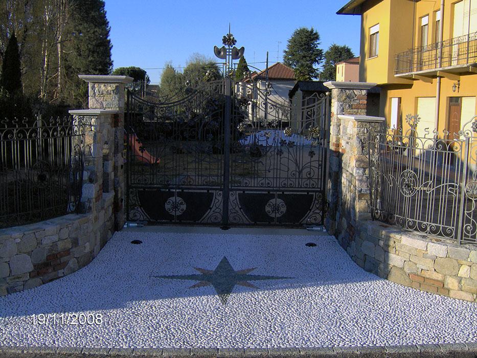 disegno pavimento Granito : ... in ciottolo bianco di Carrara con disegno in ciottolo nero e rosso