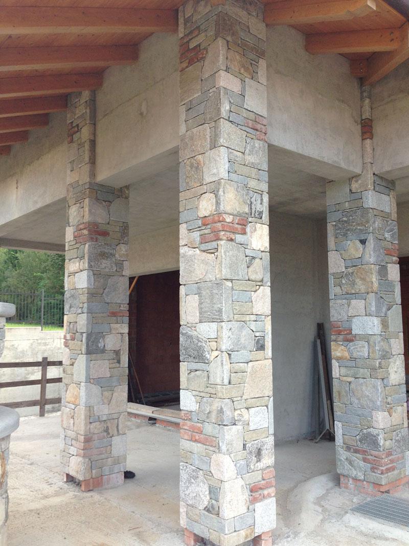 L era della pietra lavorazioni for Rivestimento in mattoni per case