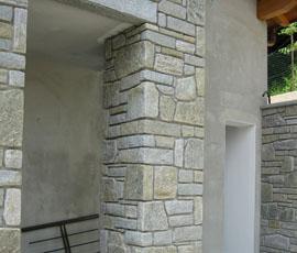 Pilastri in pietra di Luserna pezzature miste con fuga scavata